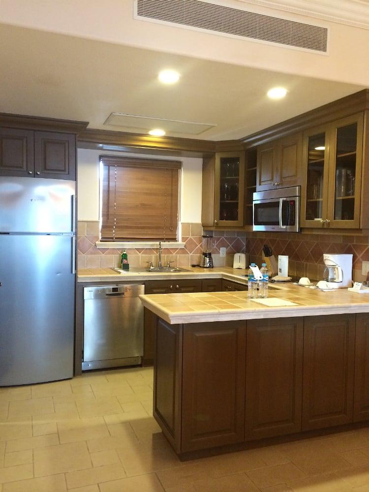 1-bedroom-suite-Kitchen