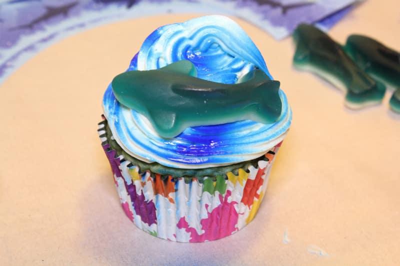 cupcake-shark-gummie