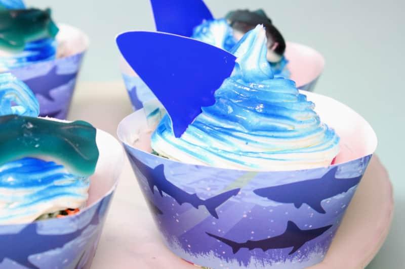 shark-fin-cupcake