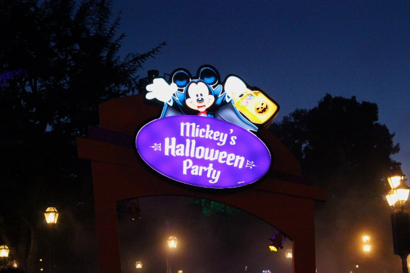 Mickeys-Halloween-Party-Sign