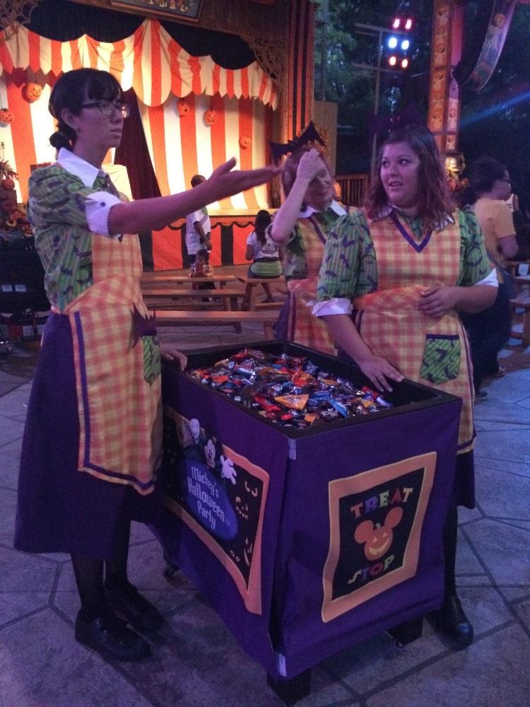 disneyland-candy-stations