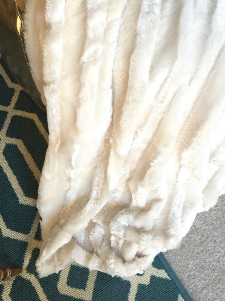 pouf-fo-fur-blanket-2