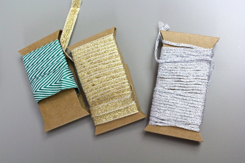 DIY-Holiday-Poppers-ribbon