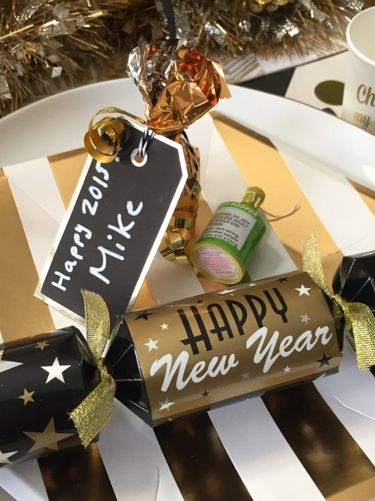 DIY-NEW-YEARS-DINNER-PLACECARDS-2