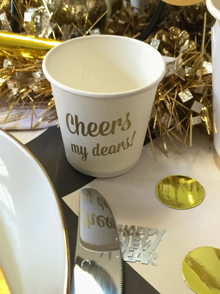 New-Years-Eve-Dinner-Decor-1