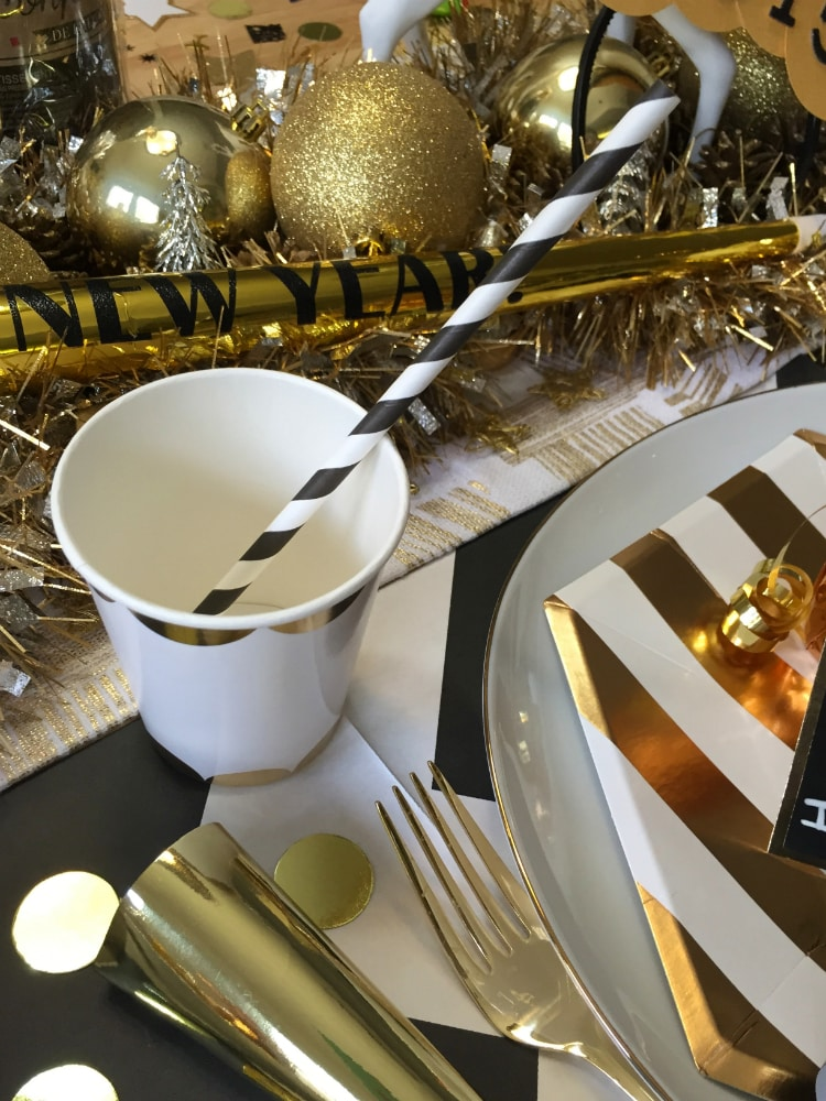 New-Years-Eve-Dinner-Decor-4