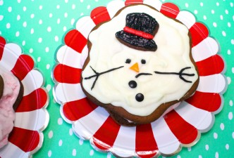 gingerbread-ice-cream-sandwich-snowmans