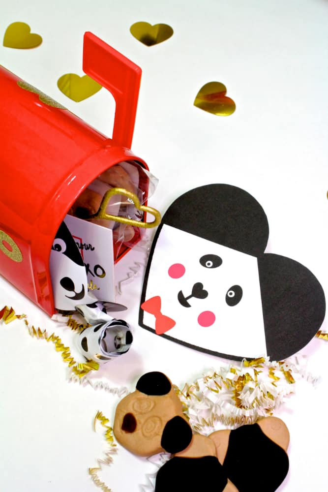 Panda-Valentine-Pin