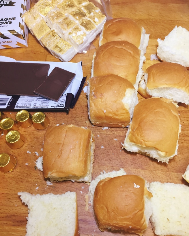 DIY-Awards-Night-Oscar-Party-kINGS-HAWAIIAN-ROLLS