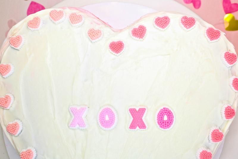 VALENTINES-DAY-OMBRE-HEART-PINATA-CAKE-3