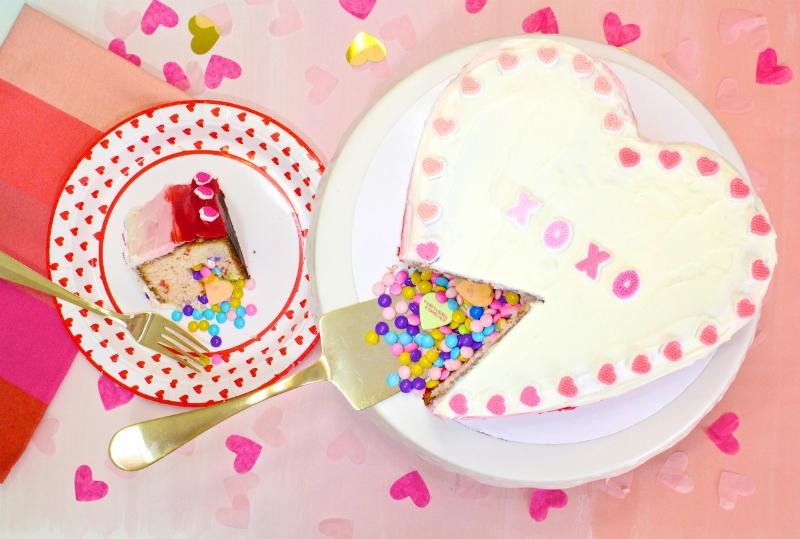 VALENTINES-DAY-OMBRE-HEART-PINATA-CAKE-4
