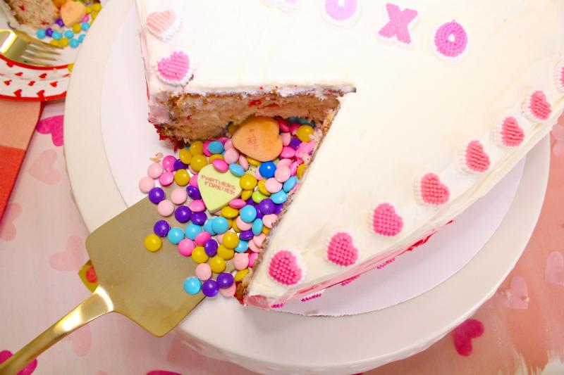 VALENTINES-DAY-OMBRE-HEART-PINATA-CAKE-5
