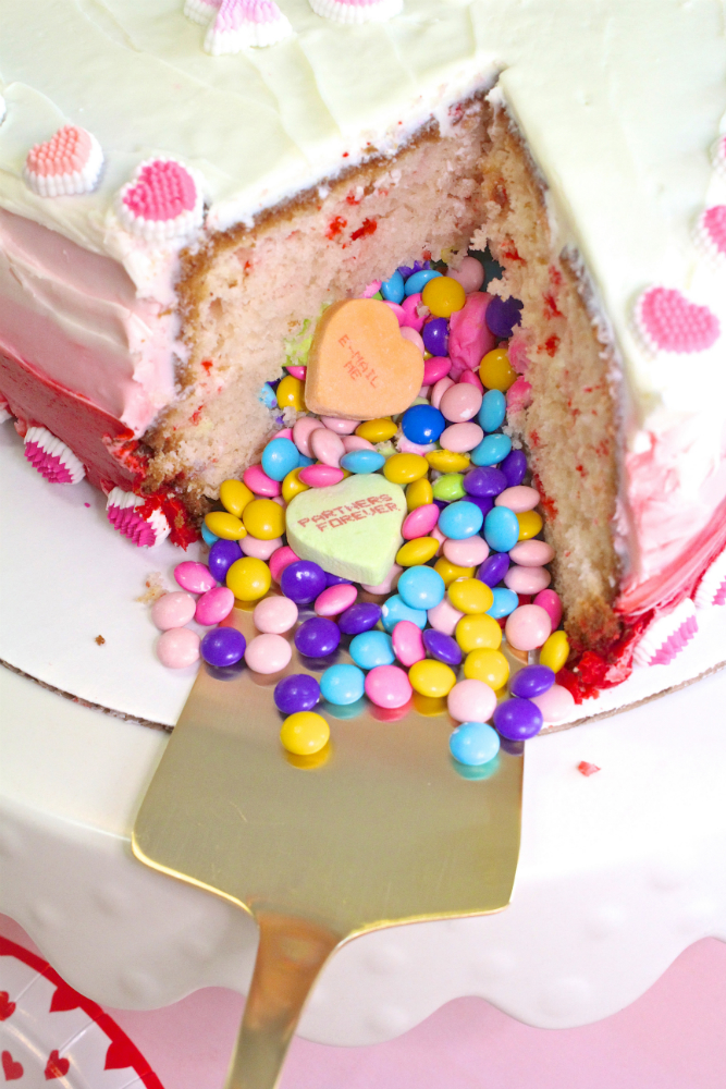 VALENTINES-DAY-OMBRE-HEART-PINATA-CAKE-CANDY