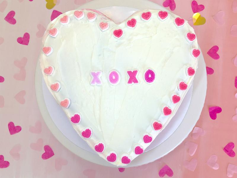 VALENTINES-DAY-OMBRE-HEART-PINATA-CAKE-MAIN