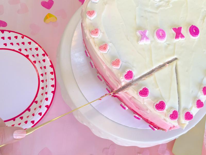 VALENTINES-DAY-OMBRE-HEART-PINATA-CAKE-SLICE