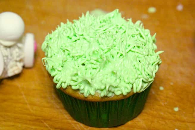 Cadbury-Creme-Egg-Candy-Bunny-Cupcakes-Step-4
