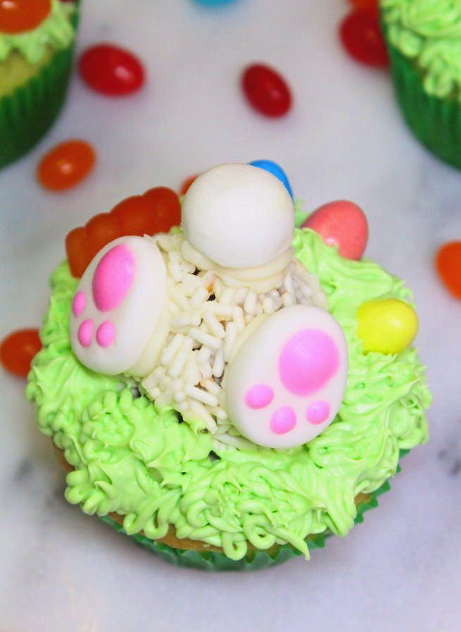 DIY-Cadbury-Creme-Egg-Candy-Easter-Bunny-Cupcakes
