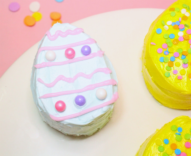 No-Bake-Mini-Easter-Egg -Pinata-Cakes-3