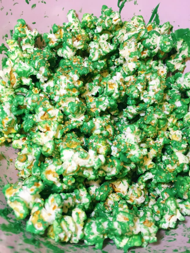 Saint-Patricks-Day-Leprechaun- Popcorn-Step-2