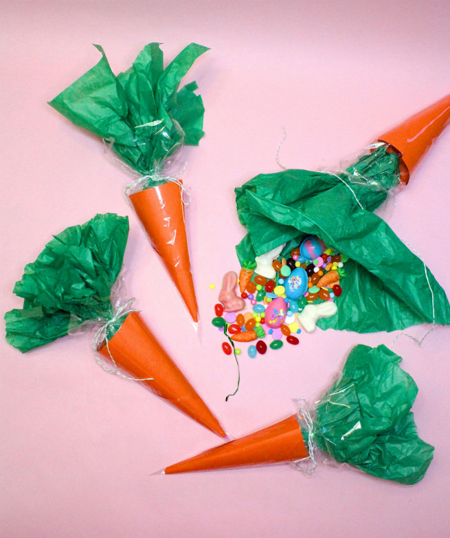 DIY-Surprise-Easter-Carrot-Candy-Favor-Bags
