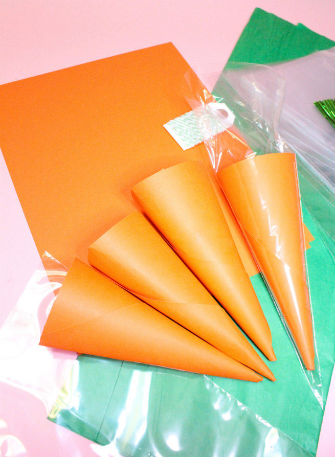 Surprise-Easter-Carrot-Candy-Favor-Bags-Step-2