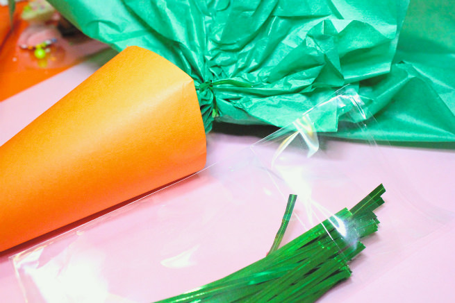 Surprise-Easter-Carrot-Candy-Favor-Bags-Step-4