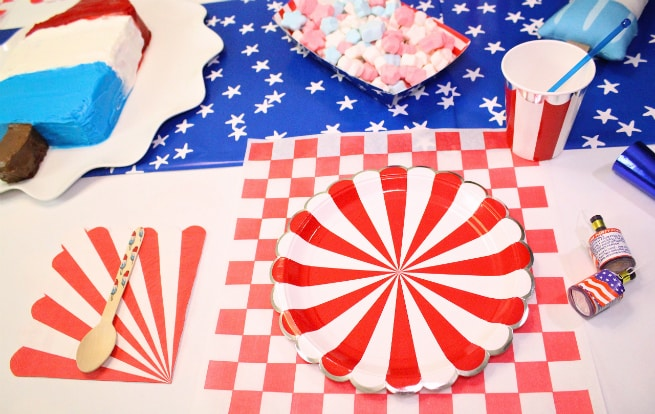 Bomb-Pop-Party-Table-Setting