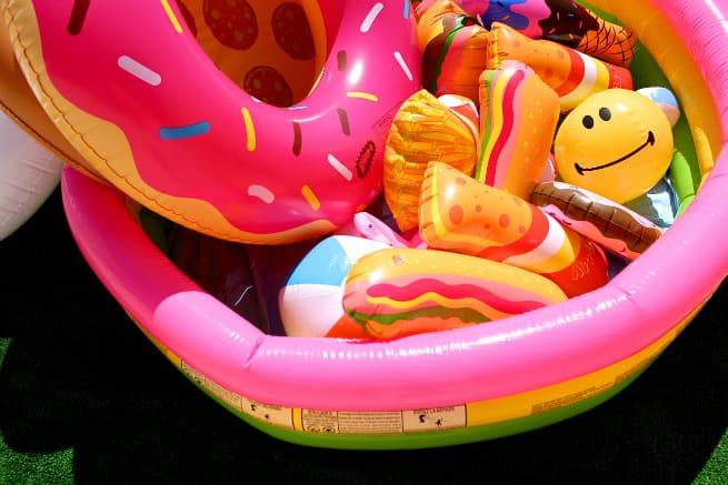 Close-Up-Pool-Floaties