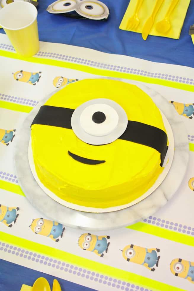 DIY-MINION-Cake-1