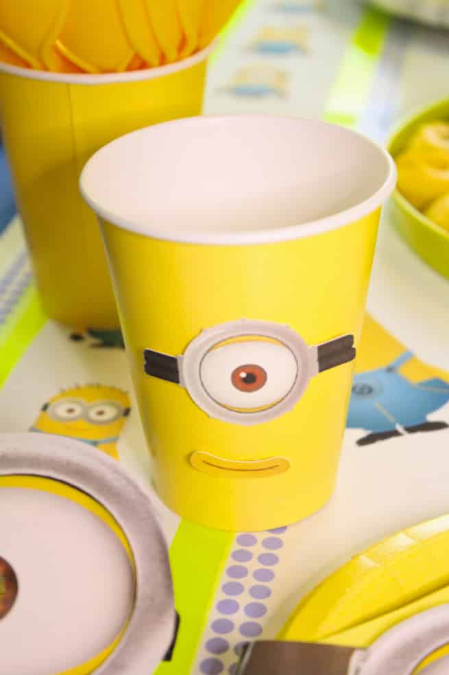 DIY-MINIONS-PARTY-Cups
