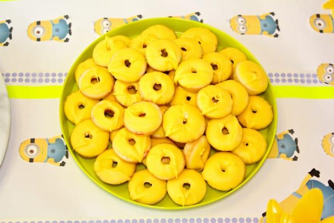DIY-MINIONS-PARTY-Mini-Yellow-Donuts