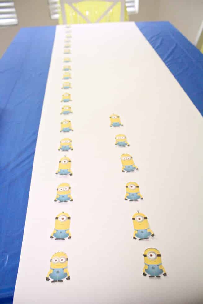 DIY-MINIONS-PARTY-Table-Runner-1