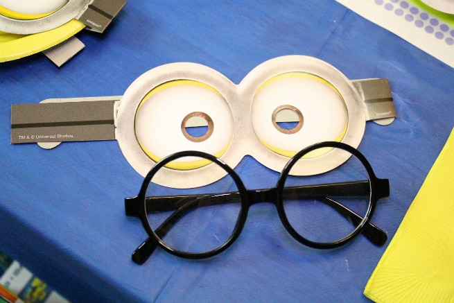 DIY-MINIONS-PARTY-goggles-1