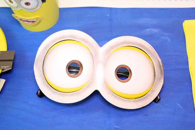 DIY-MINIONS-PARTY-goggles-2