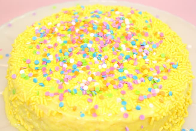 Duncan-Hines-Perfect-Size-Lemon-Cake-1