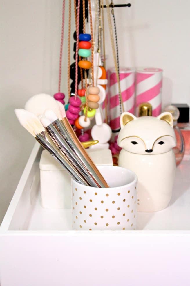 Bold- Metals_Makeup-Brushes-Storage