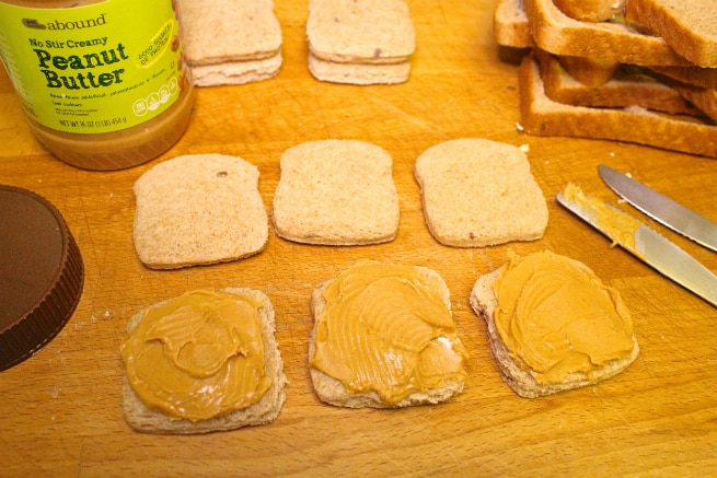 Mini-Peanut-Butter-And-Jelly-Sanwich-Step-2