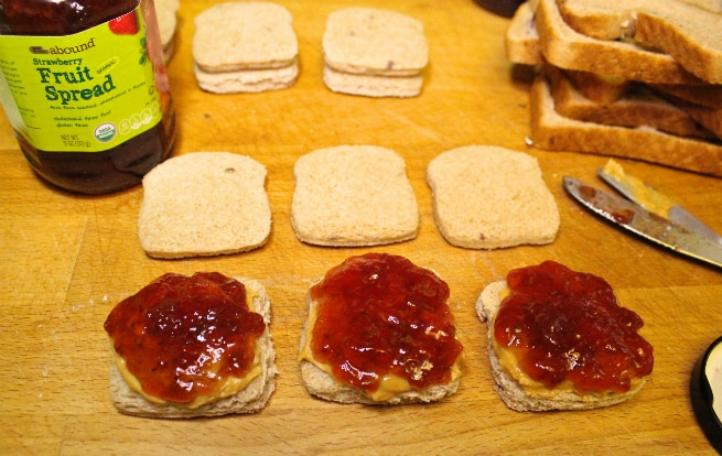 Mini-Peanut-Butter-And-Jelly-Sanwich-Step-3