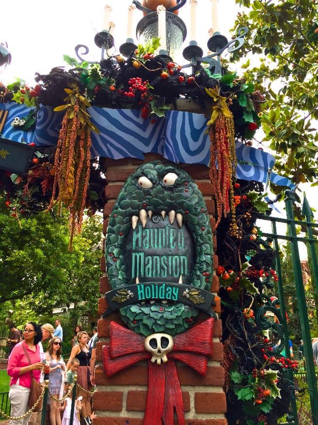 disneyland-Halloween-Haunted-Mansion-Holiday