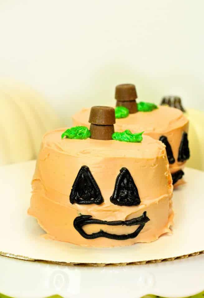 DIY-Candy-Surprise-Mini-Pumpkin-Cakes-Step-8