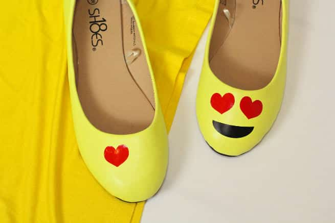 DIY-Emoji-Halloween-Costume-Shoes-Step-1