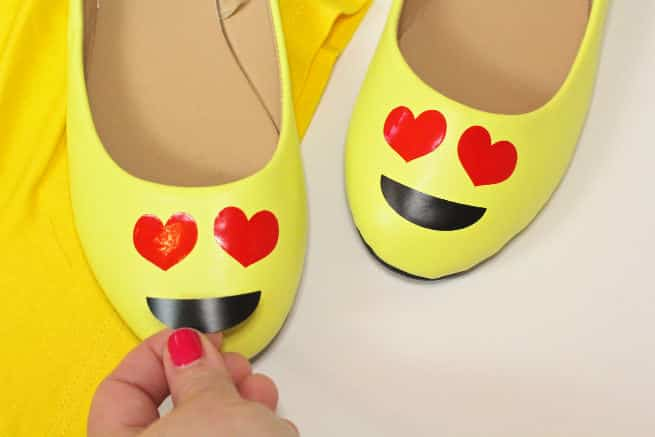 DIY-Emoji-Halloween-Costume-Shoes-Step-2