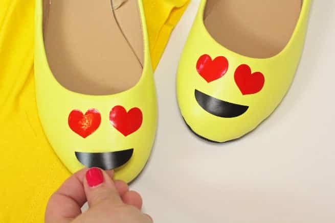 DIY-Emoji-Halloween-Costume-Shoes-Step-2