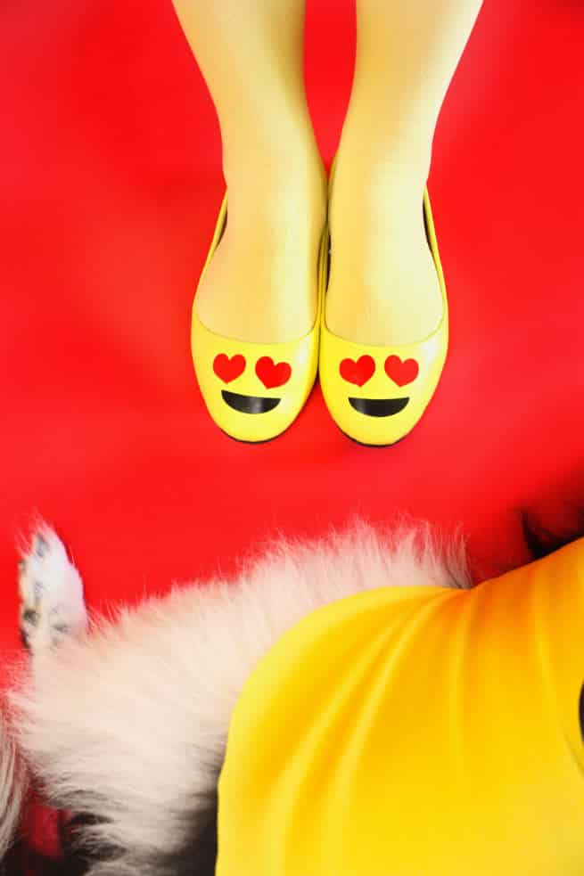 DIY-Emoji-Halloween-Costume-Shoes-dog