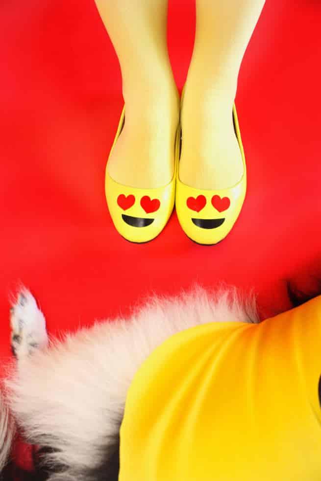 DIY-Emoji-Halloween-Costume-Shoes-dog