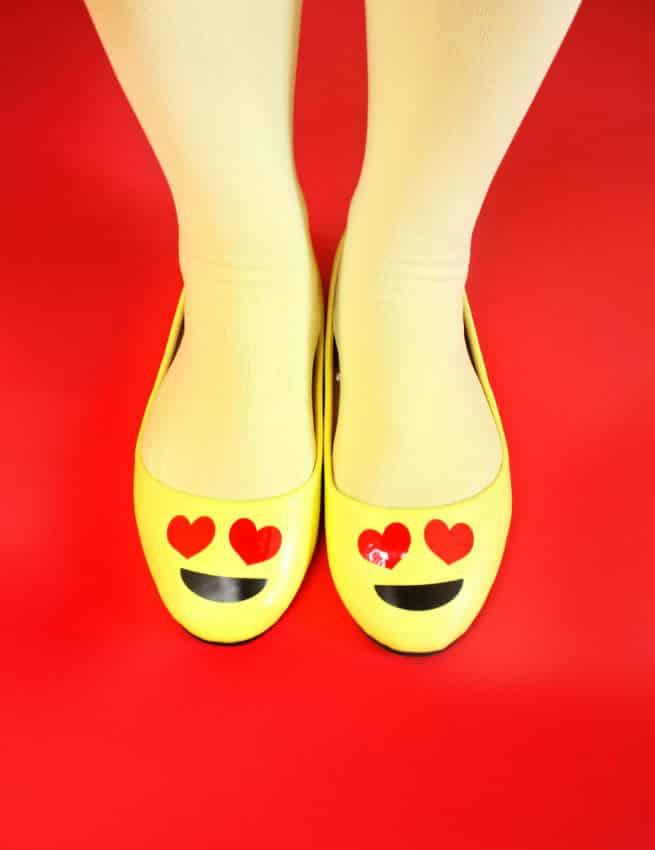 DIY-Emoji-Halloween-Costume-Shoes