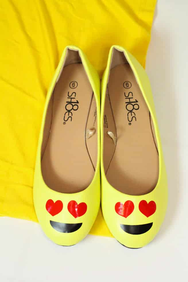 Diy emoji costume for ladies their fur babies brite and bubbly diy emoji halloween ladies costume shoes solutioingenieria Gallery