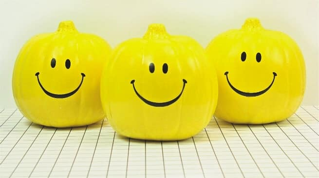 DIY-Smiley-Face-Halloween-Pumpkins-Group