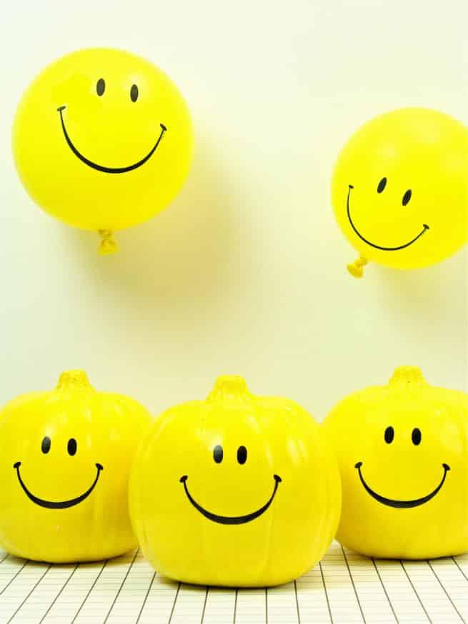 DIY-Smiley-Face-Pumpkins