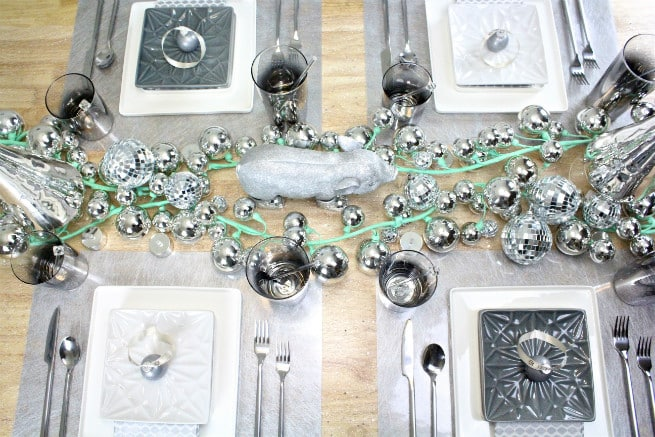 DIY-CB2-HOLIDAY-NEWYEARS-TABLESCAPE-DESIGN